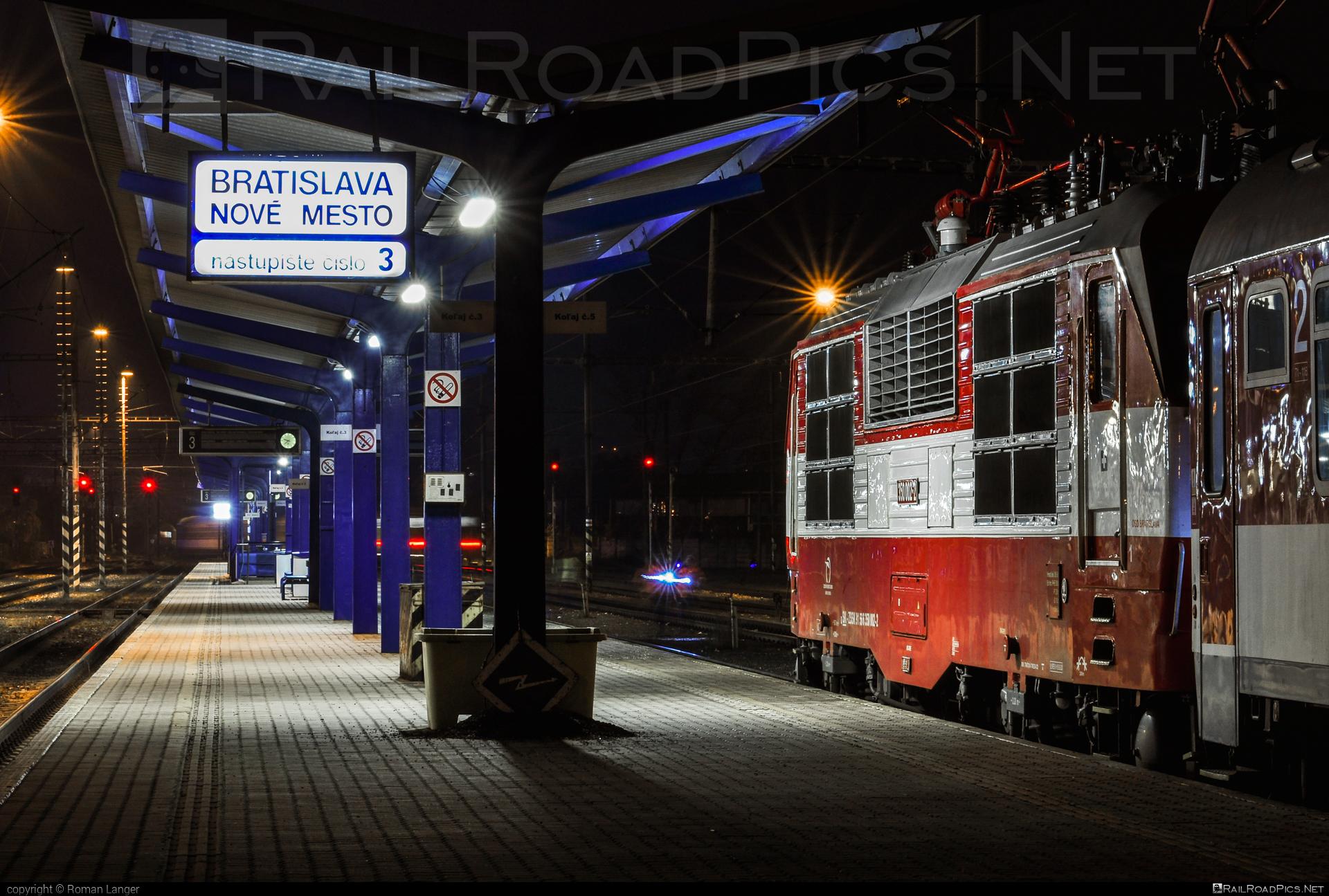 Škoda 55E - 350 002-2 operated by Železničná Spoločnost' Slovensko, a.s. #ZeleznicnaSpolocnostSlovensko #gorila #locomotive350 #skoda #skoda55e #zssk