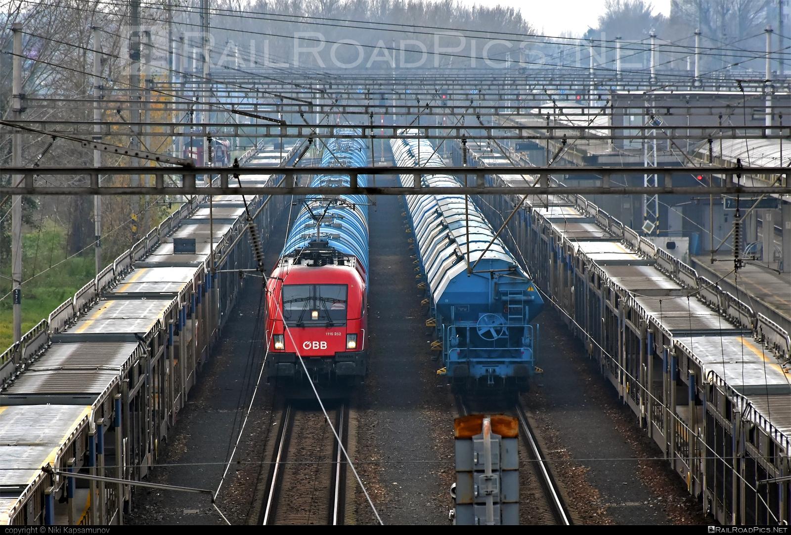 Siemens ES 64 U2 - 1116 252 operated by Rail Cargo Austria AG #es64 #es64u #es64u2 #eurosprinter #obb #osterreichischebundesbahnen #rcw #siemens #siemenses64 #siemenses64u #siemenses64u2 #siemenstaurus #taurus #tauruslocomotive