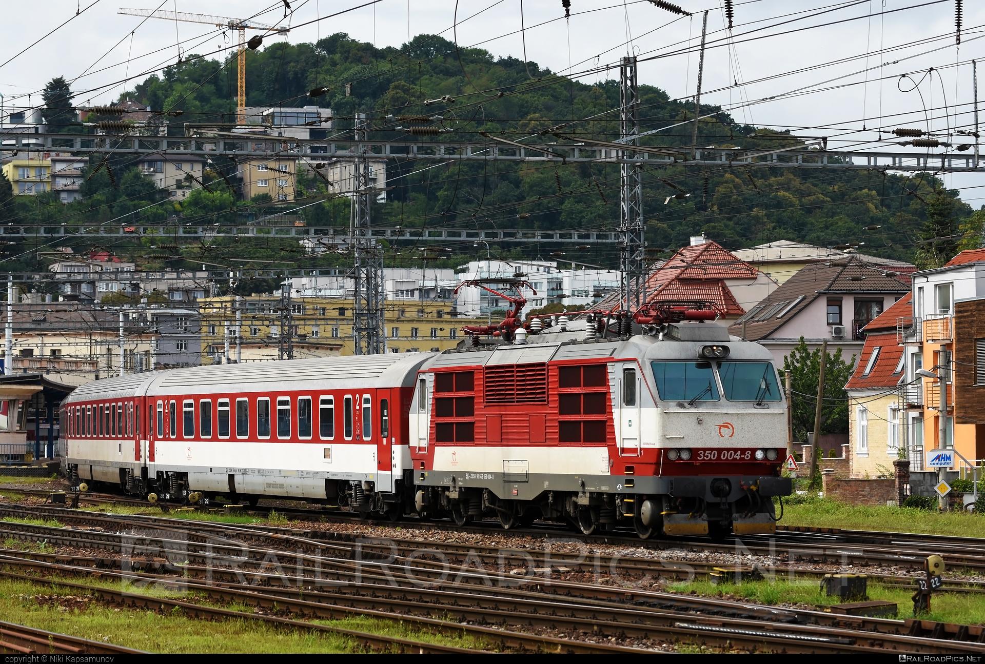 Škoda 55E - 350 004-8 operated by Železničná Spoločnost' Slovensko, a.s. #ZeleznicnaSpolocnostSlovensko #gorila #locomotive350 #skoda #skoda55e #zssk