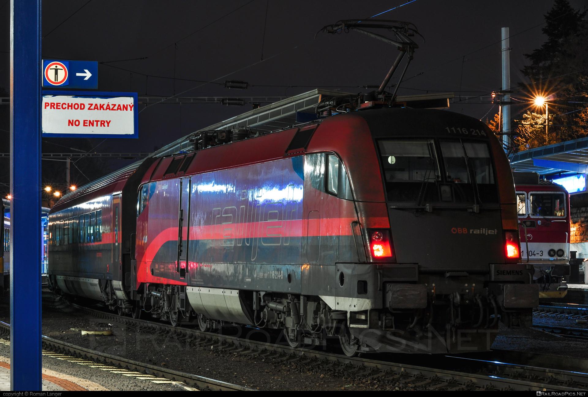 Siemens ES 64 U2 - 1116 214 operated by Österreichische Bundesbahnen #es64 #es64u #es64u2 #eurosprinter #obb #obbrailjet #osterreichischebundesbahnen #railjet #railjetexpress #siemens #siemenses64 #siemenses64u #siemenses64u2 #siemenstaurus #taurus #tauruslocomotive