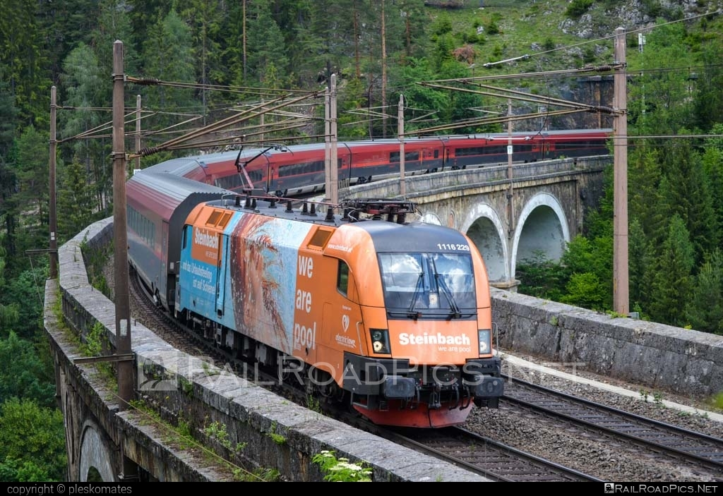 Siemens ES 64 U2 - 1116 229 operated by Österreichische Bundesbahnen #es64 #es64u #es64u2 #eurosprinter #obb #obbrailjet #osterreichischebundesbahnen #railjet #siemens #siemenses64 #siemenses64u #siemenses64u2 #siemenstaurus #steinbach #taurus #tauruslocomotive