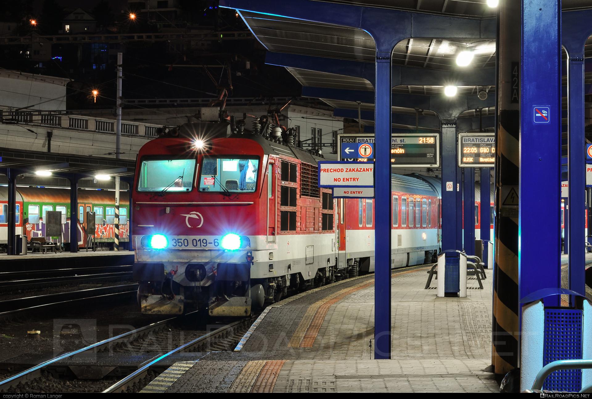 Škoda 55E - 350 019-6 operated by Železničná Spoločnost' Slovensko, a.s. #ZeleznicnaSpolocnostSlovensko #gorila #locomotive350 #skoda #skoda55e #zssk