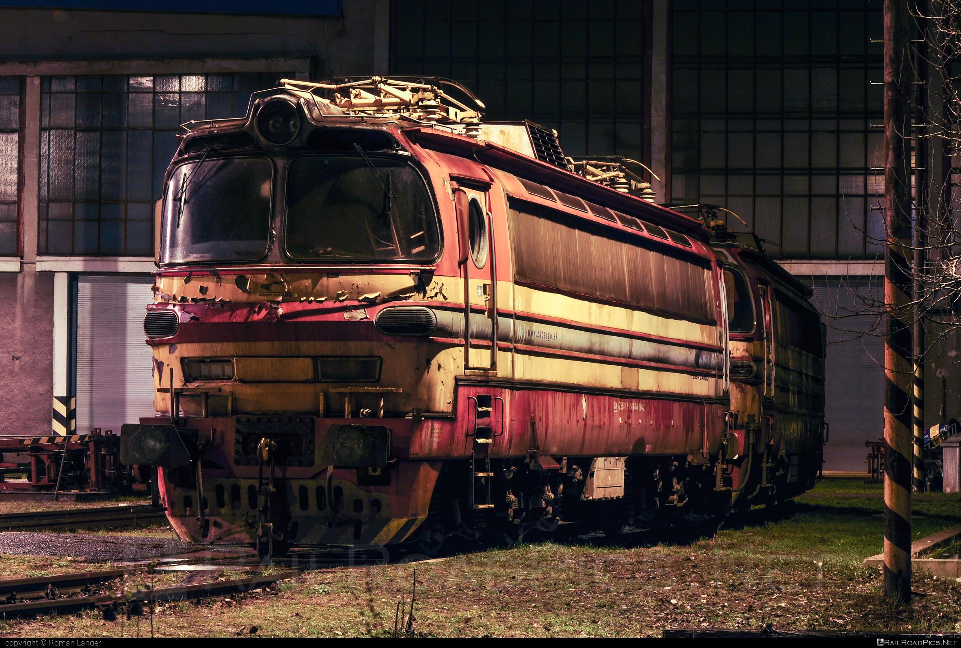 Škoda 47E - 240 004-2 operated by Železničná Spoločnost' Cargo Slovakia a.s. #ZeleznicnaSpolocnostCargoSlovakia #laminatka #locomotive240 #skoda #skoda47e #zsskcargo