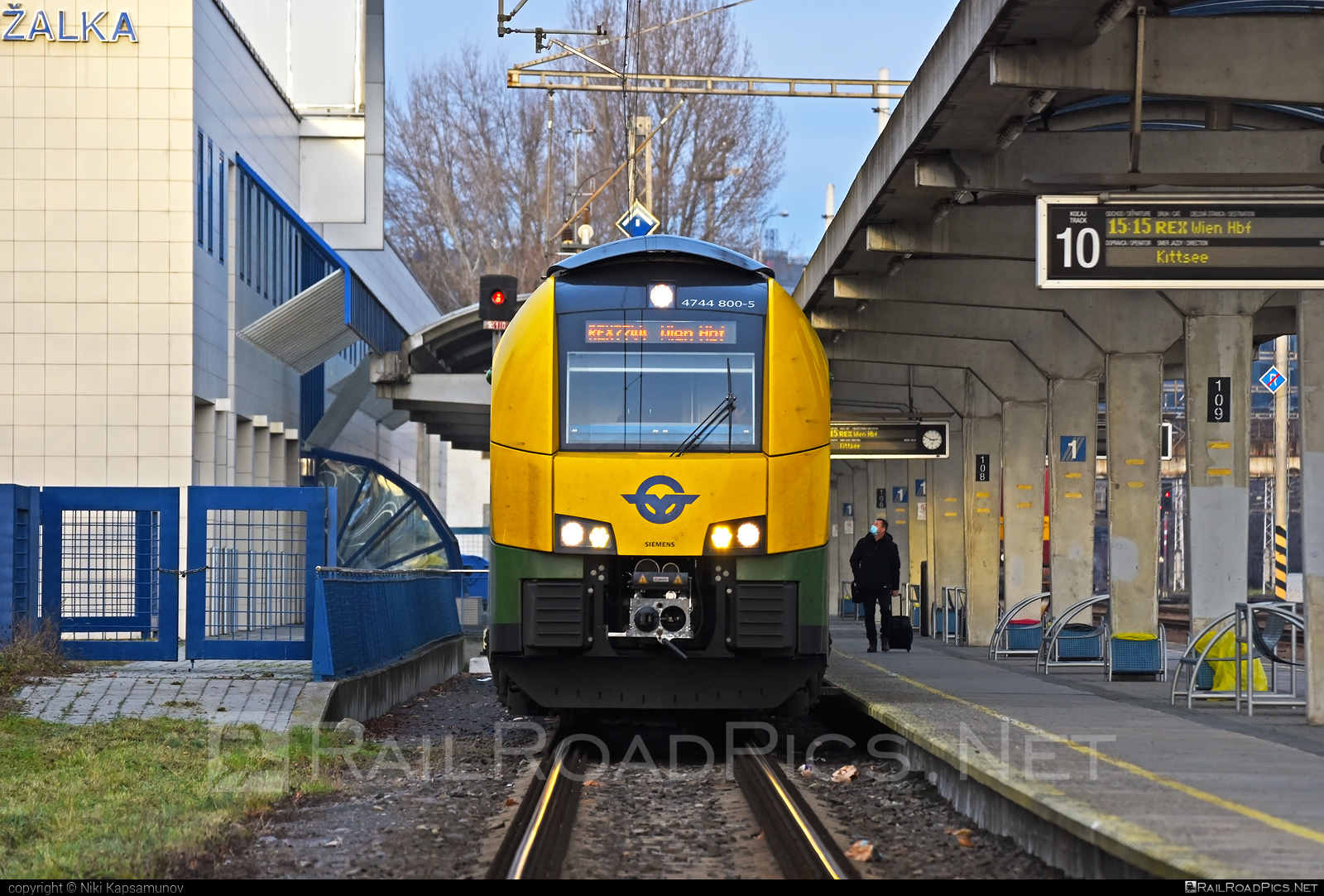 Siemens Desiro ML - 4744 800-5 operated by GYSEV - Györ-Sopron-Ebenfurti Vasut Részvénytarsasag #desiro #desiroml #gyorsopronebenfurtivasutreszvenytarsasag #gysev #raaberbahn #raaboedenburgebenfurtereisenbahn #raaboedenburgebenfurtereisenbahnag #roeee #siemens #siemensdesiro #siemensdesiroml #ventus