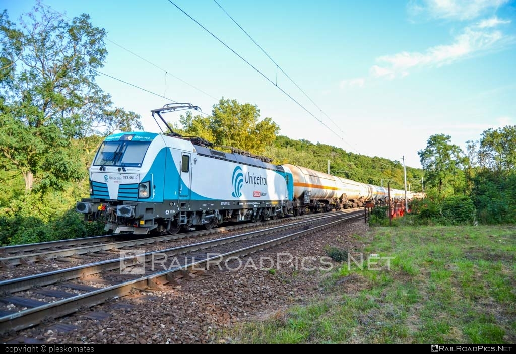 Siemens Vectron MS - 383 051 operated by UNIPETROL DOPRAVA, a.s. #kesselwagen #orlengroup #siemens #siemensvectron #siemensvectronms #tankwagon #unipetrol #vectron #vectronms