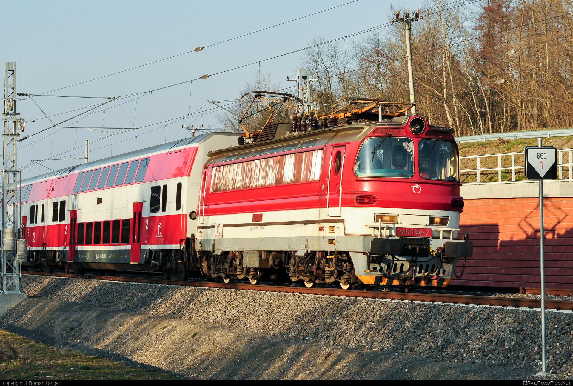 Škoda 47E - 240 134-7 operated by Železničná Spoločnost' Slovensko, a.s. #ZeleznicnaSpolocnostSlovensko #laminatka #locomotive240 #skoda #skoda47e #zssk