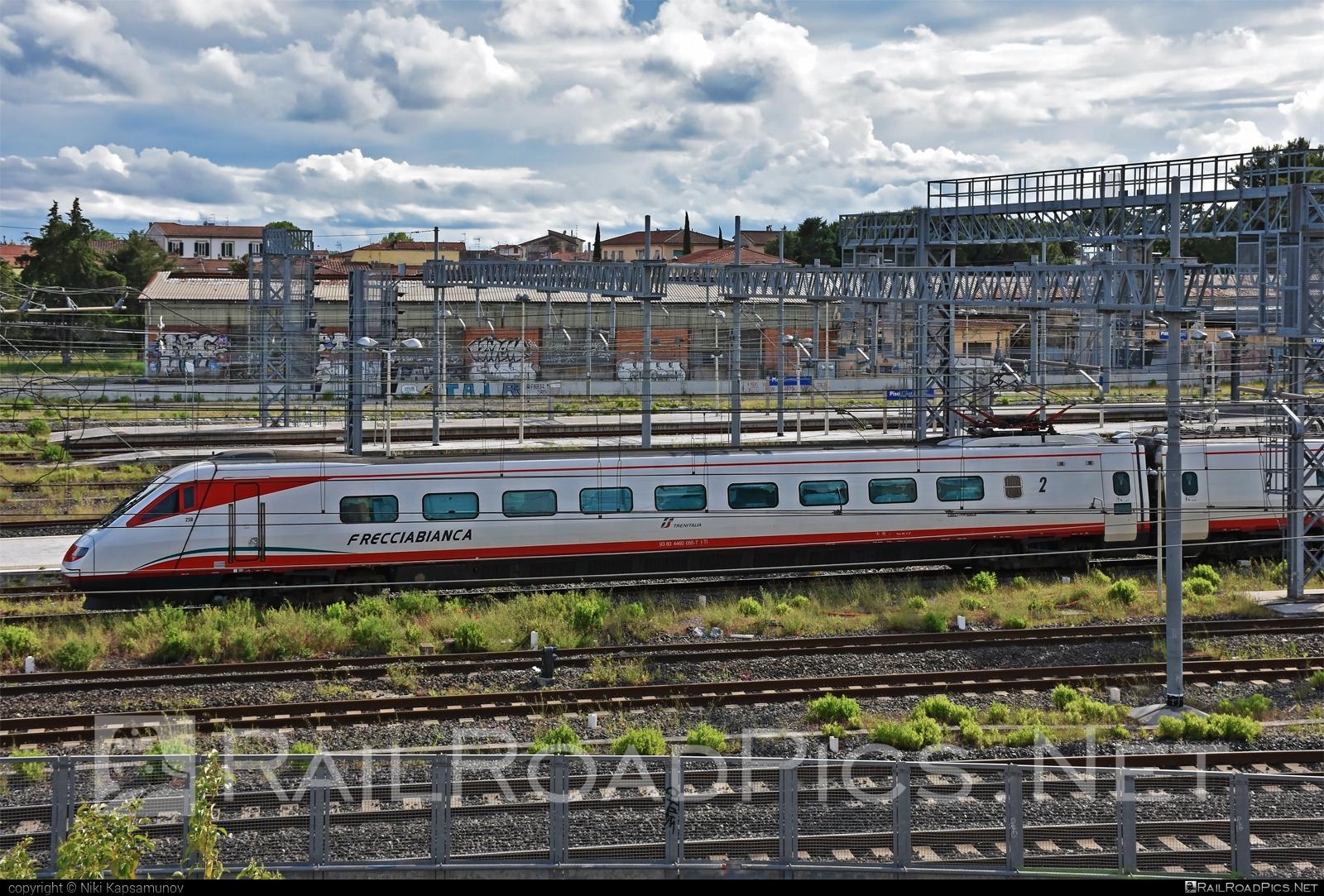 Fiat Ferroviaria ETR.460 - 460 055-7 operated by Trenitalia S.p.A. #etr460 #ferroviedellostato #fiatferroviaria #frecciabianca #fs #fsitaliane #lefrecce #pendolino #trenitalia #trenitaliaspa