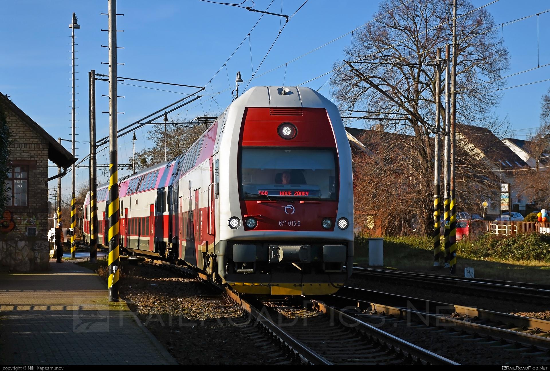 Škoda 4Ev - 671 015-6 operated by Železničná Spoločnost' Slovensko, a.s. #ZeleznicnaSpolocnostSlovensko #emu671 #skoda #skoda4ev #skodaclass671 #zssk