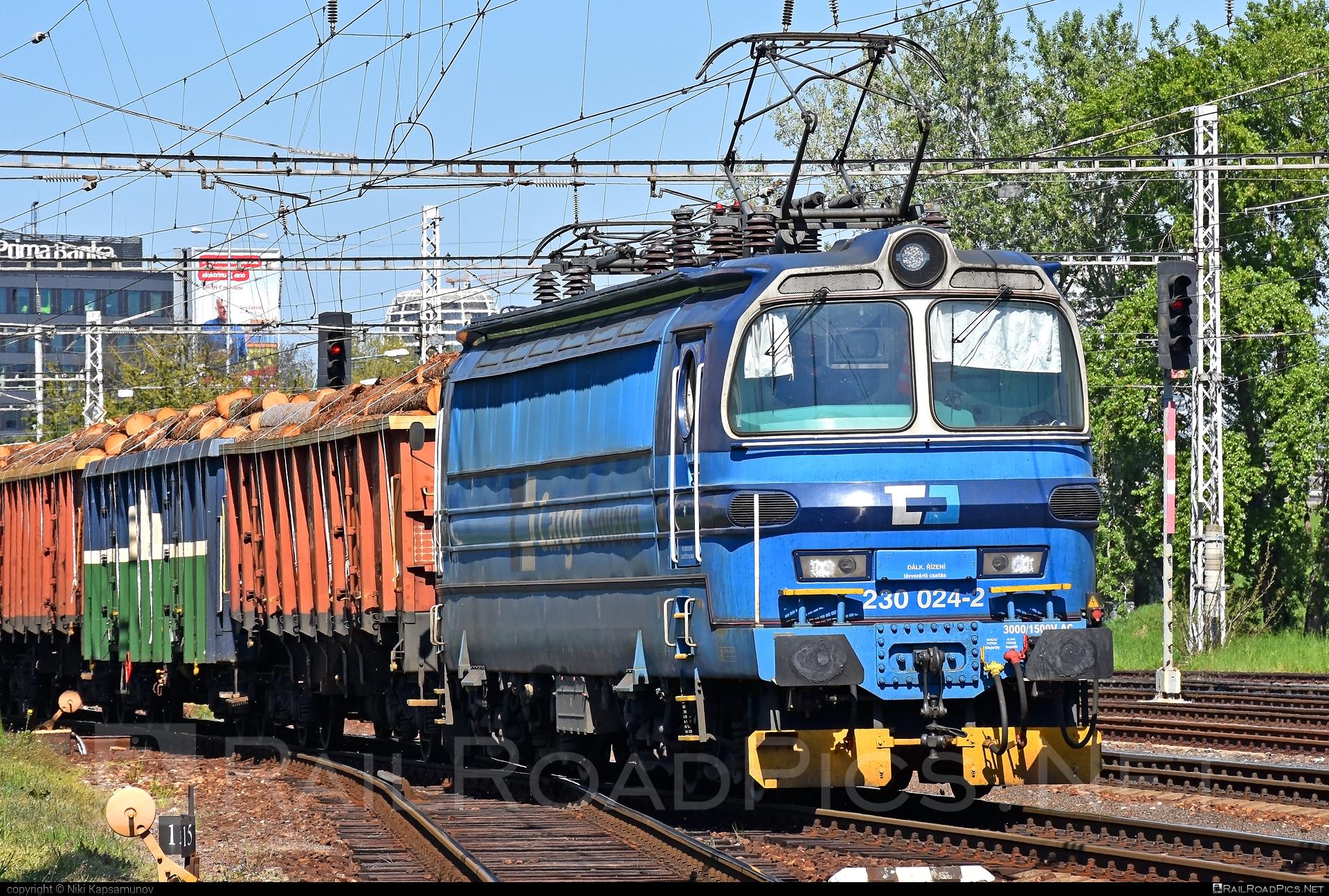 Škoda 47E - 230 024-2 operated by CD Cargo Slovakia, s.r.o. #cd #cdcargo #cdcargoslovakia #cdcsk #laminatka #locomotive240 #skoda #skoda47e