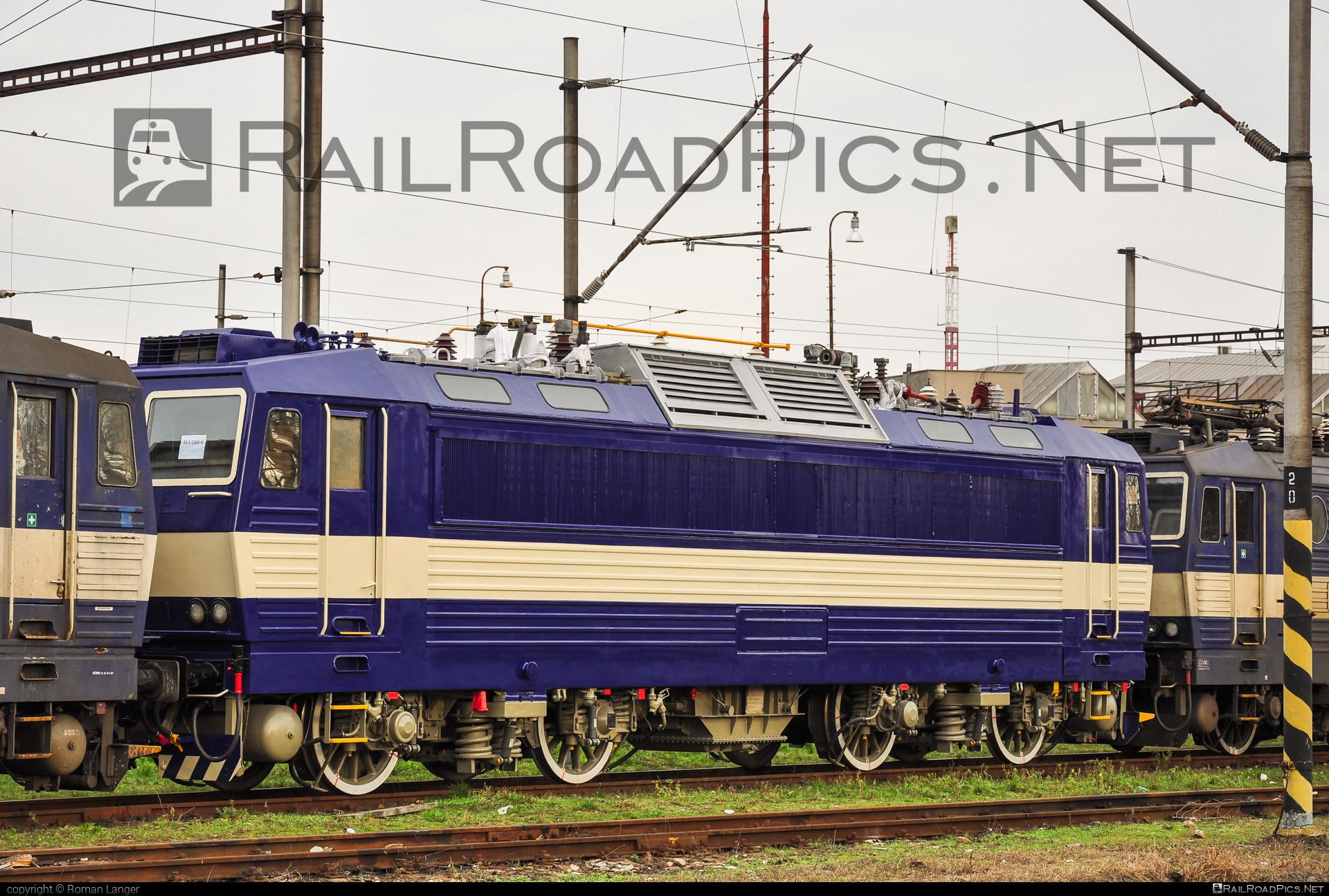 Škoda 69E - 363 088-6 operated by Železničná Spoločnost' Cargo Slovakia a.s. #ZeleznicnaSpolocnostCargoSlovakia #es4991 #eso #locomotive363 #skoda #skoda69e #zsskcargo