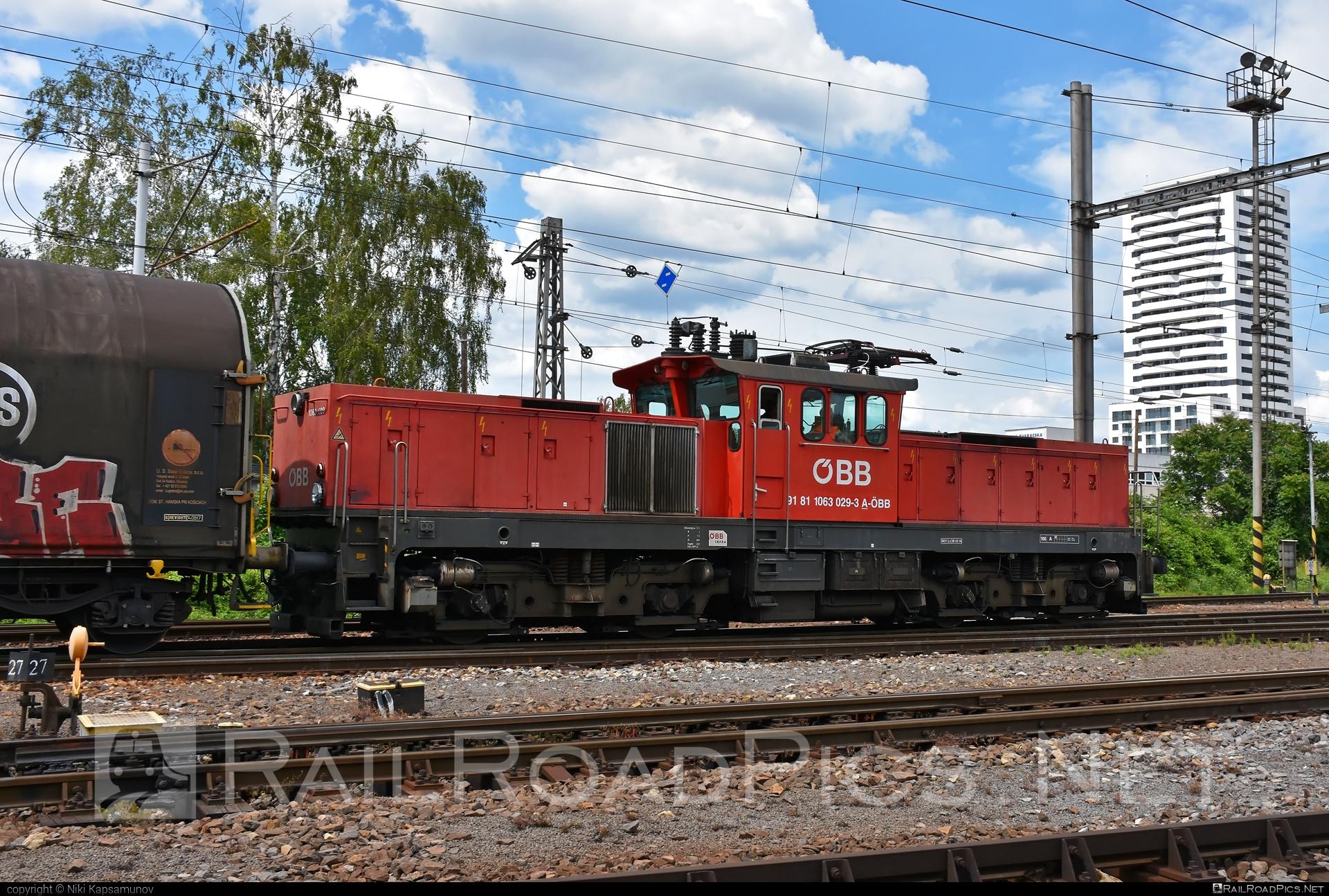 SGP ÖBB Class 1063 - 1063 029 operated by Rail Cargo Austria AG #obb #obb1063 #obbclass1063 #osterreichischebundesbahnen #rcw #sgp #sgp1063 #simmeringgrazpauker