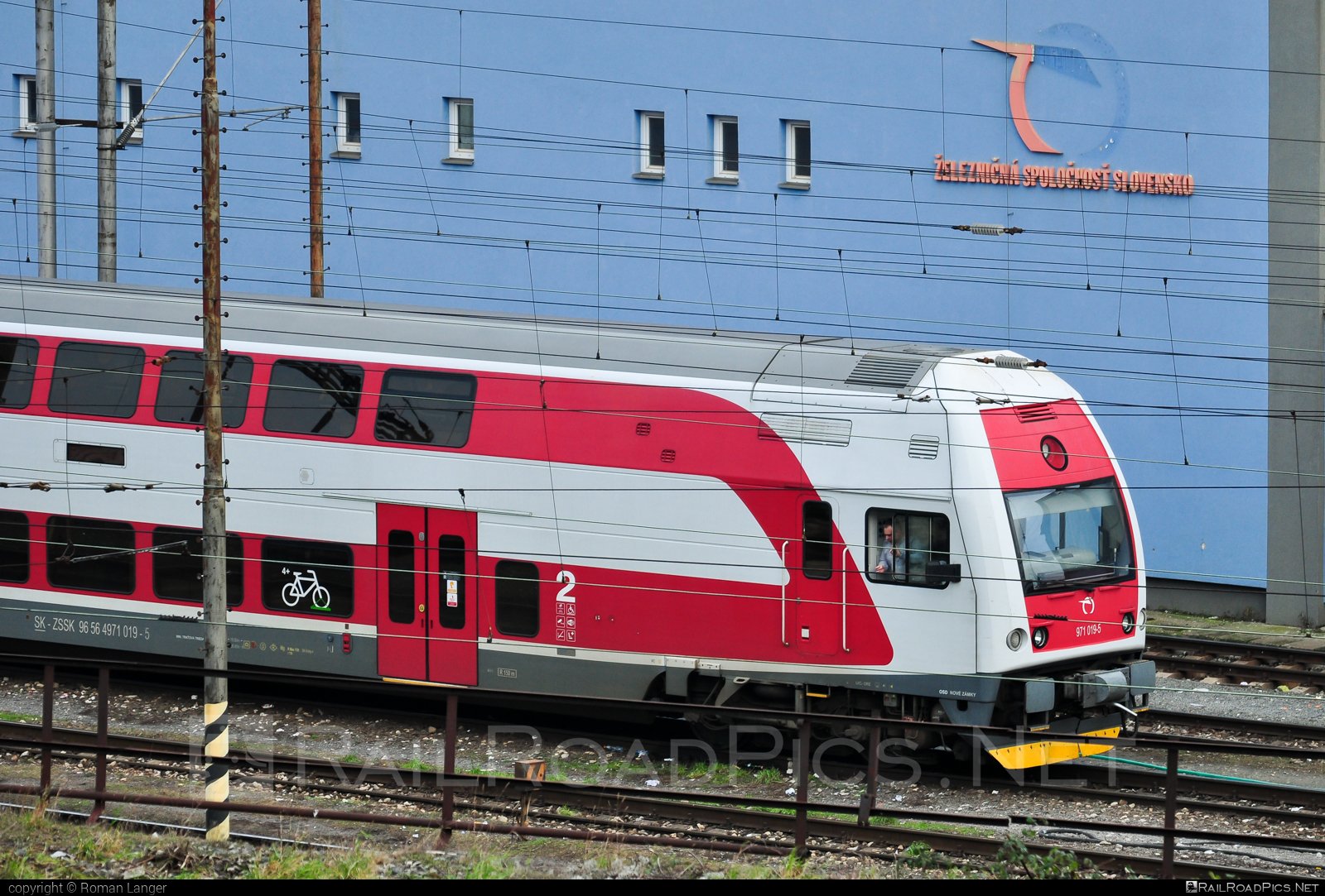 Škoda 4Ev - 971 019-5 operated by Železničná Spoločnost' Slovensko, a.s. #ZeleznicnaSpolocnostSlovensko #emu671 #skoda #skoda4ev #skodaclass671 #zssk
