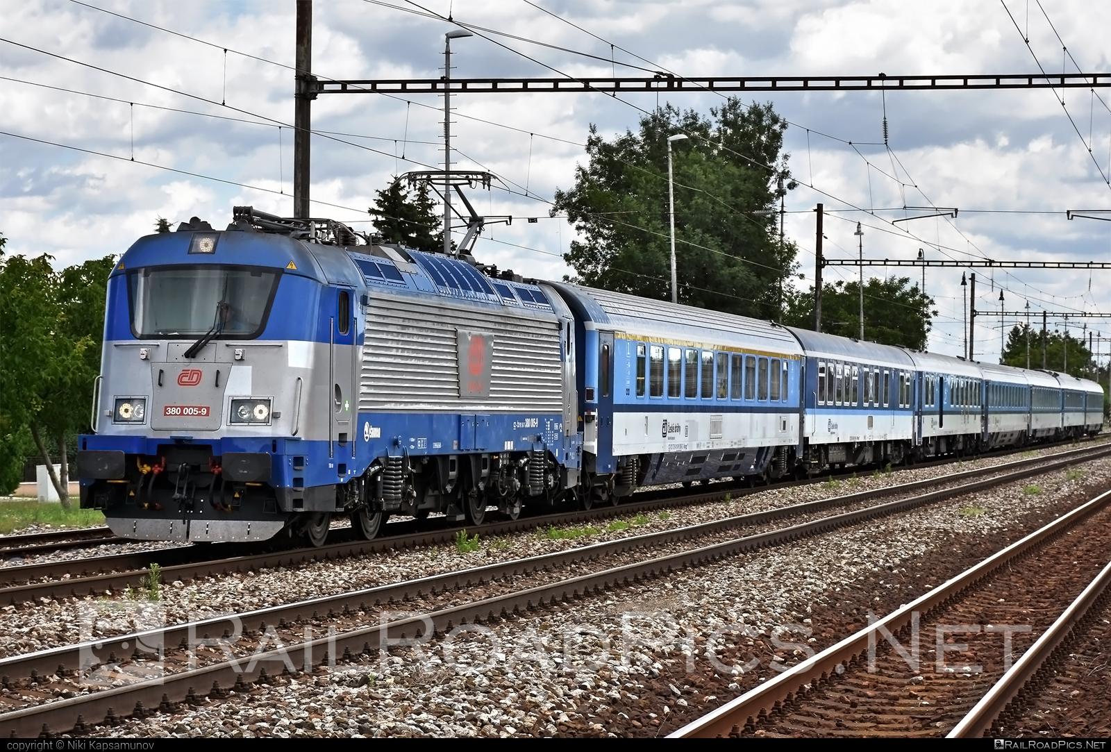 Škoda 109E0 Emil Zátopek - 380 005-9 operated by České dráhy, a.s. #cd #ceskedrahy #emilzatopeklocomotive #locomotive380 #skoda #skoda109e #skoda109elocomotive
