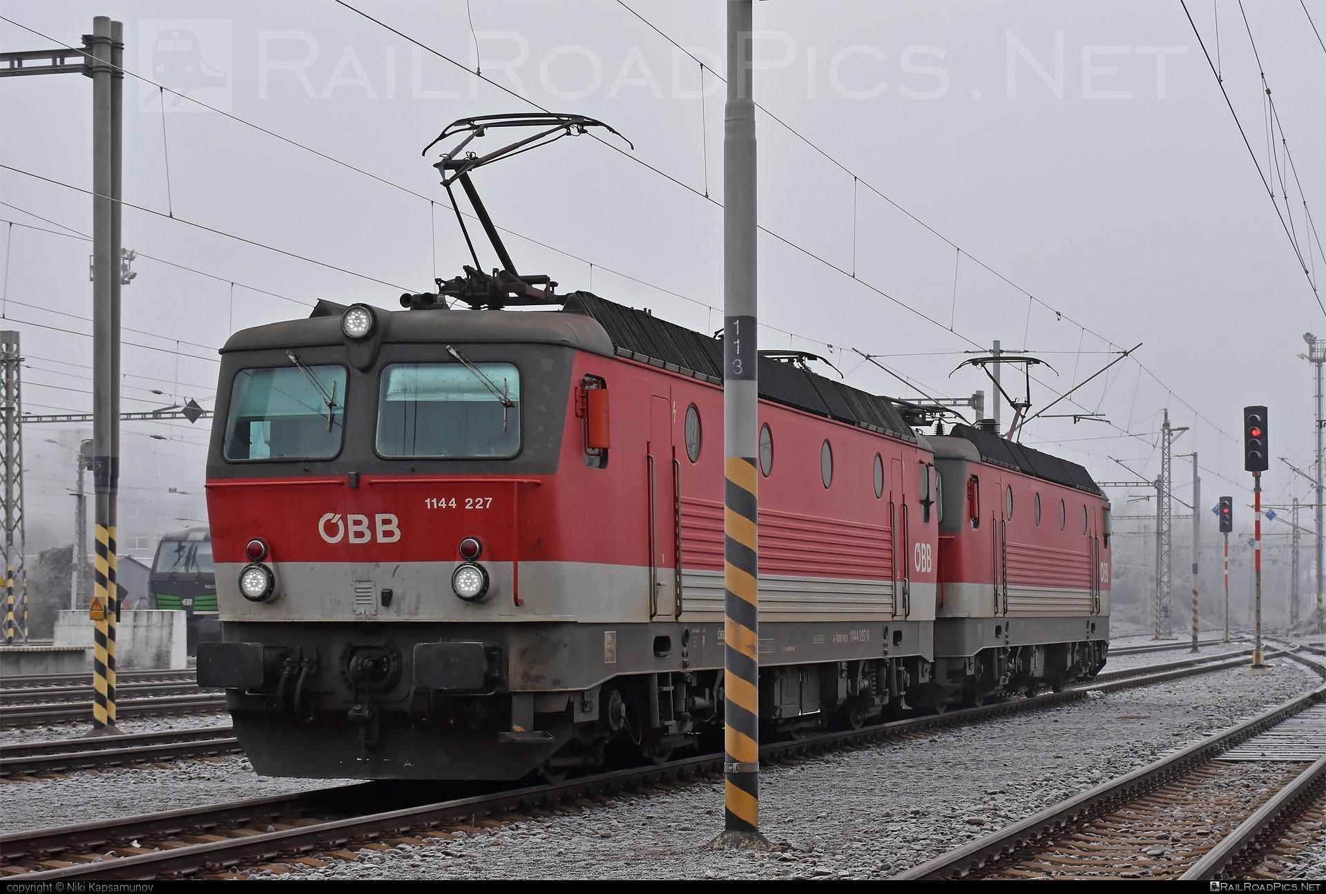 SGP ÖBB Class 1144 - 1144 227 operated by Rail Cargo Austria AG #obb #obbclass1144 #osterreichischebundesbahnen #rcw #sgp #sgp1144 #simmeringgrazpauker