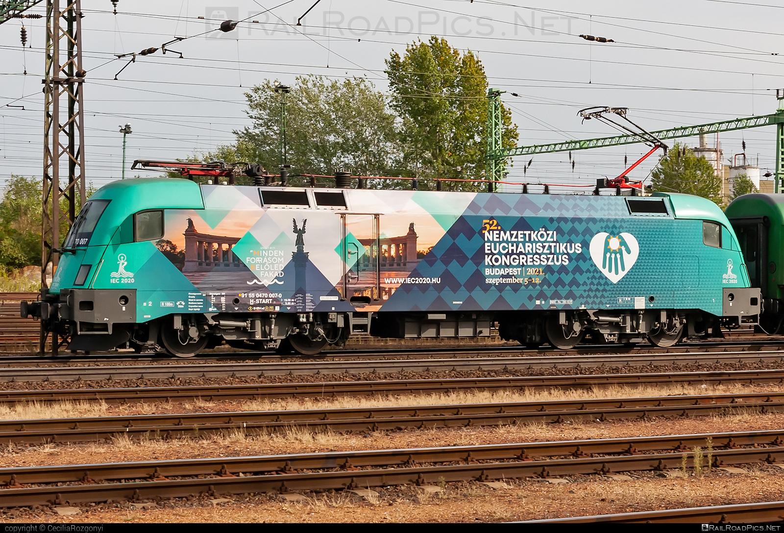Siemens ES 64 U2 - 470 007 operated by MÁV-START ZRt. #es64 #es64u #es64u2 #eurosprinter #mav #mavstart #mavstartzrt #siemens #siemenses64 #siemenses64u #siemenses64u2 #siemenstaurus #taurus #tauruslocomotive