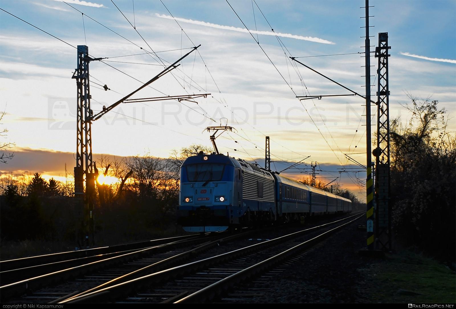 Škoda 109E0 Emil Zátopek - 380 006-7 operated by České dráhy, a.s. #ceskedrahy #emilzatopeklocomotive #locomotive380 #skoda #skoda109e #skoda109elocomotive