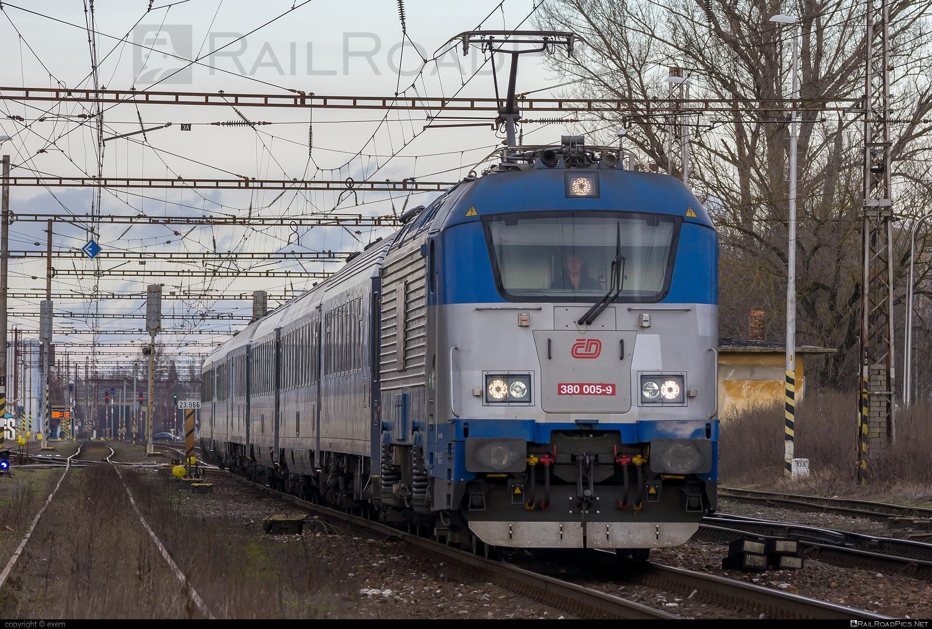 Škoda 109E0 Emil Zátopek - 380 005-9 operated by České dráhy, a.s. #ceskedrahy #emilzatopeklocomotive #locomotive380 #skoda #skoda109e #skoda109elocomotive