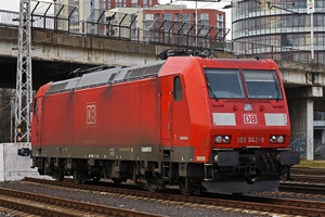 Bombardier TRAXX F140 AC1 - 185 042-9 operated by DB Cargo AG